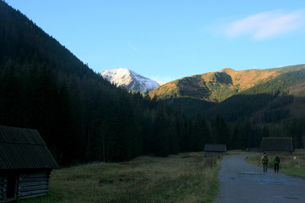 tatras valley with kids